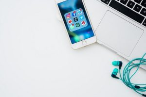 Contacter avec un professionnel clientèle sur les réseaux sociaux